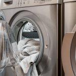 男性の服を洗っても取れない匂いを消臭する